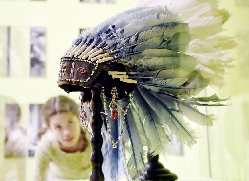 ARTIS-Uli Deck// 12.03.2016 Badisches Landesmuseum Karlsruhe, BLM, Ausstellung Cowboy und Indianer - Made in Germany www.artis-foto.de -ARTIS-ULI DECK Werrabronner Strasse 19 76229 KARLSRUHE TEL: 0049 (0) 721-84 38 77 FAX: 0049 (0) 721 84 38 93 Mobil: 0049 (0) 172 7292636 E-Mail: <a href=