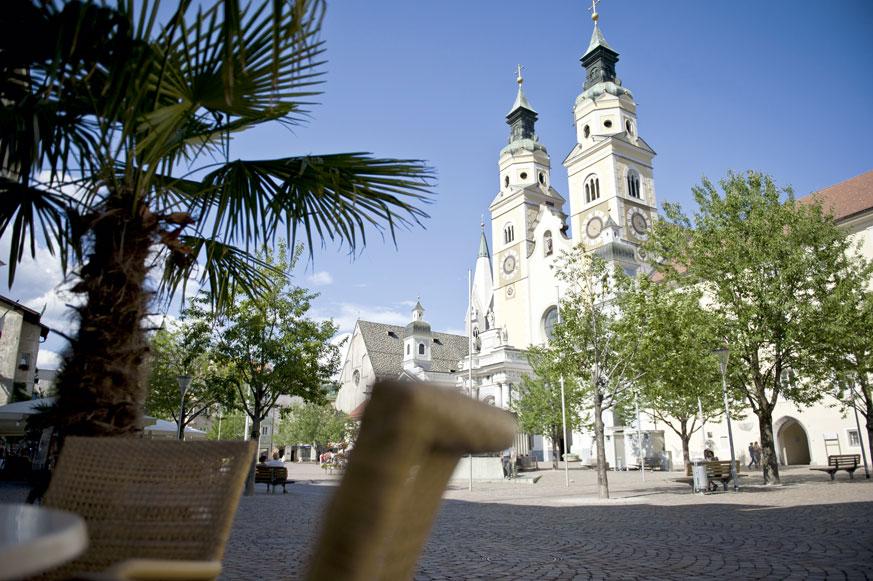 Fernweh_Mediterran-der-Domplatz-in-Brixen_(c)_TVB-Eisacktal_Fotograf-Alex-Filz_web
